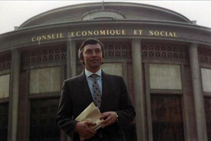 Au Conseil Economique Et Social 01 0067